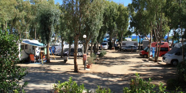 Emplacements Camping-Cars, Caravanes et Grandes Tentes